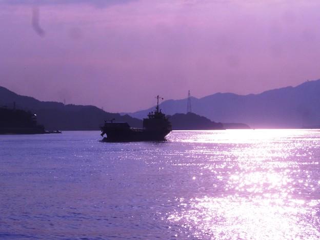 秋・瀬戸の光る海♪
