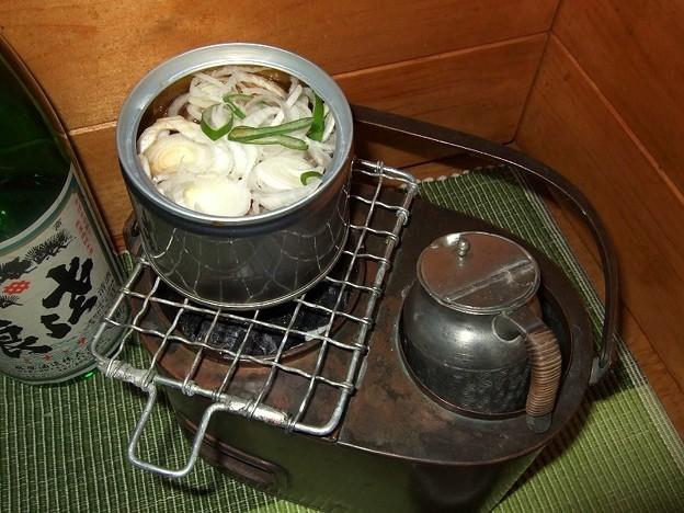 ?燗銅壺瑞鶴 缶詰にネギをどっさり入れる