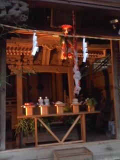 お供え物もバッチリ(熊野神社)。