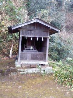 ご祭神不明(第六天神社)。