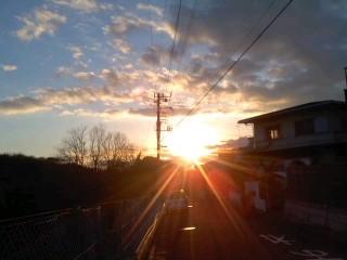 今日の夕陽(鎌倉市腰越)。