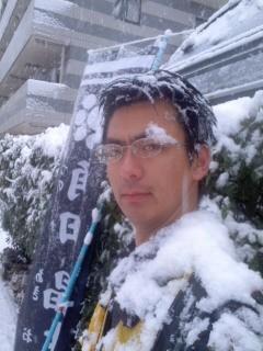 我が双肩に雪は降りつつ(角田晶生)。