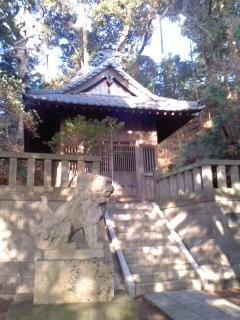 市場の八幡神社。