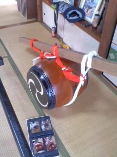 太鼓の準備(7月27日、市場町内会)