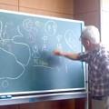 写真: 講義中(10月14日、おもしろゼミナール)