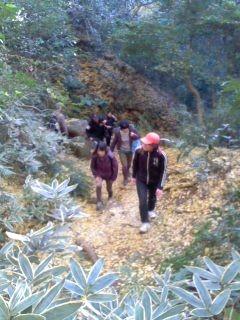 山道(11月30日、かまくら巡り)