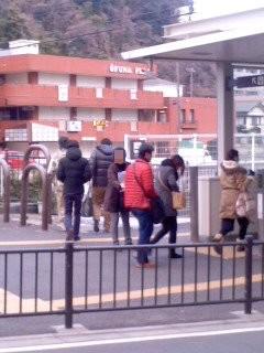ありがたい応援(3月10日、大船駅西口)