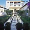 グラナダ:ヘネラリーフェ・アセキアの中庭