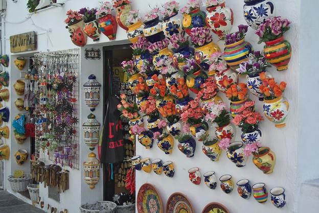 Photos: ミハス:コンパス通りの壁ディスプレイ(焼き物)