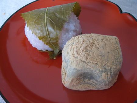 柳月の桜餅とうぐいす餅