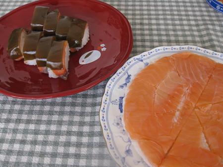 サクラマスの押し寿司と富山名物ますのすし
