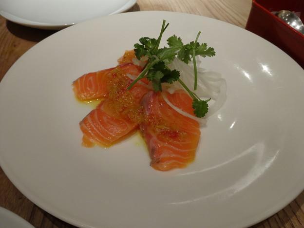 2013.12.20 Singapore Seafood Republicフレッシュサーモン ニョニャソース