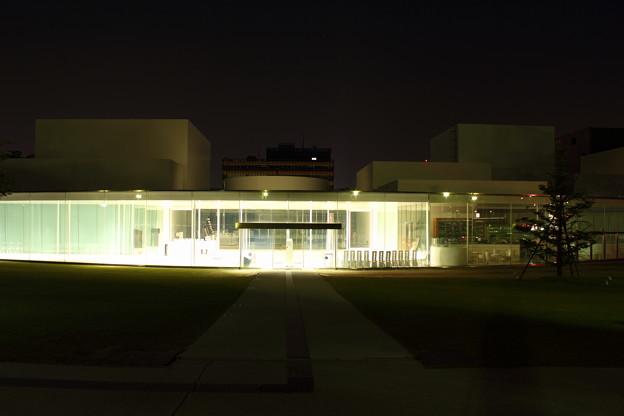 金沢21世紀美術館ライトアップ