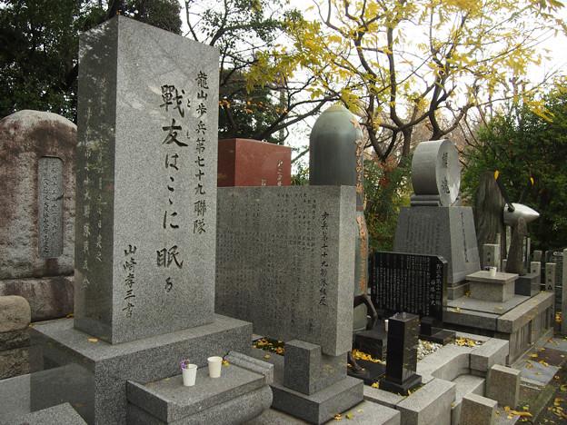 15 慰霊碑
