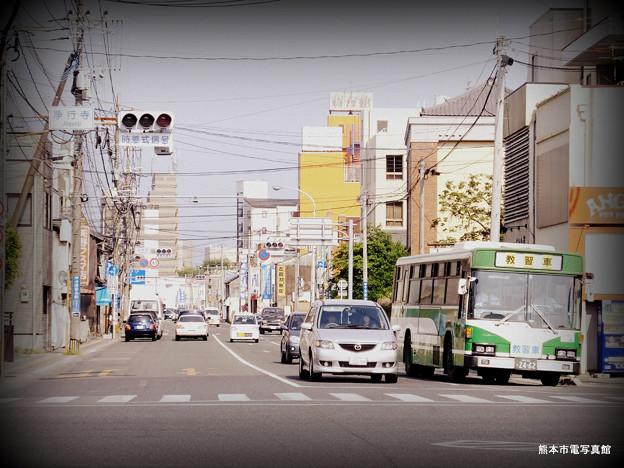 浄行寺交差点から子飼橋通りを眺める。