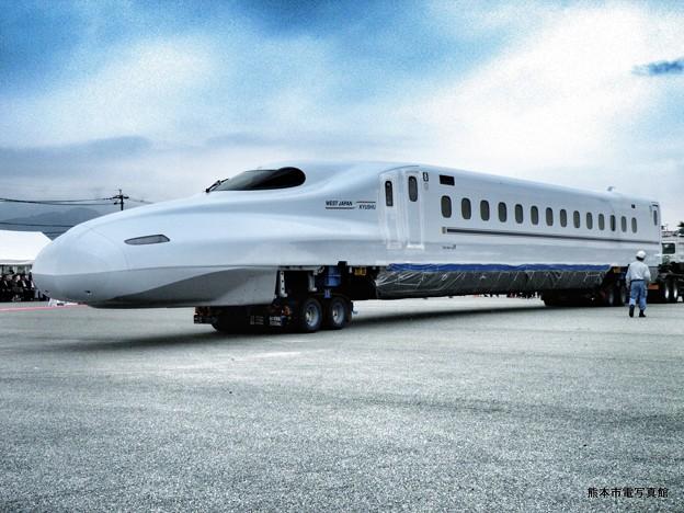 陸送の準備が整ったN700系新幹線。