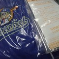 Photos: チョコバット  プレゼント品のmizunoとのコラボジャンパーは最高にオシ...