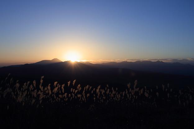 高ボッチ高原から 日の出とススキ