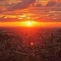 Photos: 金沢市の街並みに夕陽が落ちる