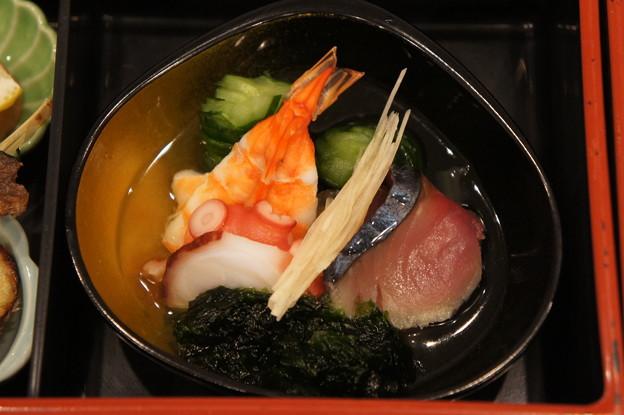 写真: 蒸し海老と蛸としめ鯖のおか盛り