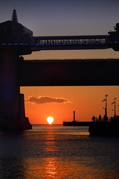 沼津港に沈む夕日