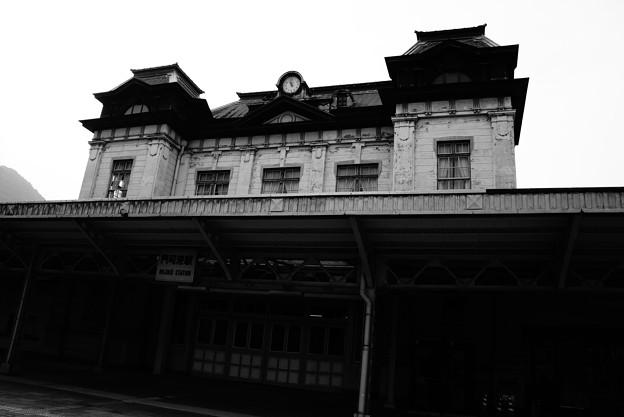 Photos: モノクロな駅・・門司港駅