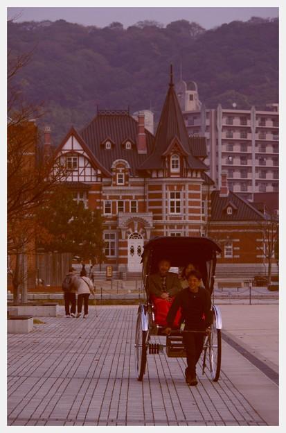 Photos: 懐かしの風景。。門司港を廻る人力車観光