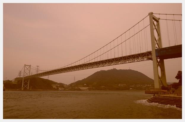 Photos: 昔懐かしい風。。向こうは山口県下関。。関門橋