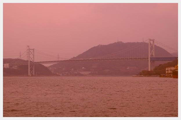 門司港から見た関門海峡と関門橋 山口県と福岡県