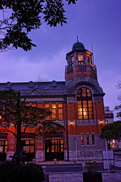 HDR 日が暮れてライトが点いて・・旧大阪商船門司支店