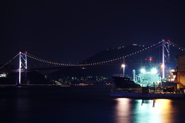 門司港から見る夜の関門海峡と関門橋
