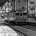 朝の函館駅へ普通列車ディーゼル機関