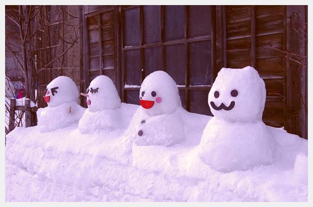 可愛い雪だるまさん・・小樽の町に