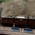 貨物機関車が通過する光景・・20130922
