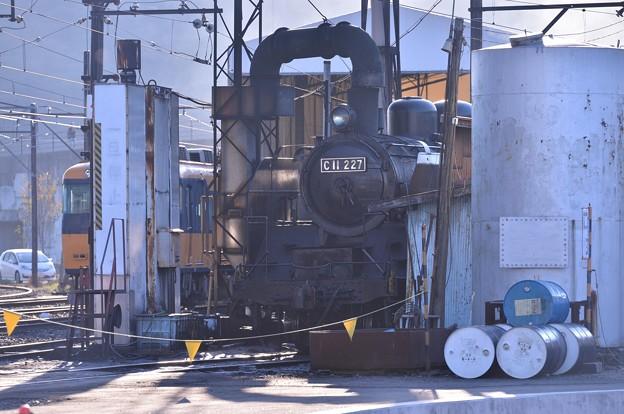 まだ朝焼け残る大井川鉄道SL整備中・・20131123