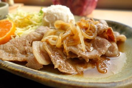 三河産豚肉生姜焼き定食(道の駅・にしお岡ノ山【愛知】)・2