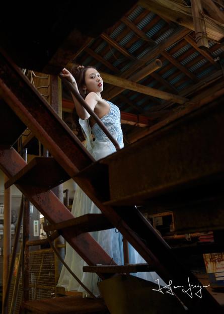 加奈恵階段越し引き2L