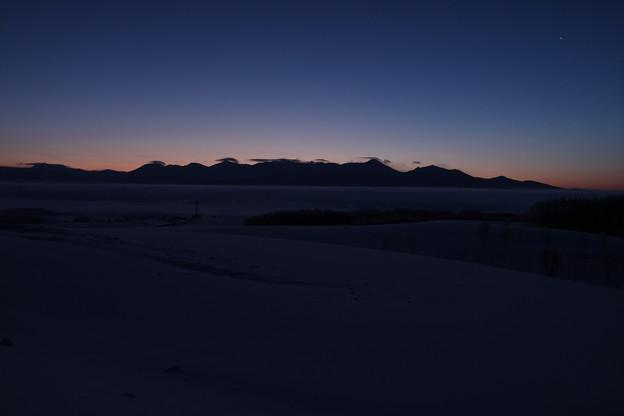 十勝岳連峰厳冬の夜明け
