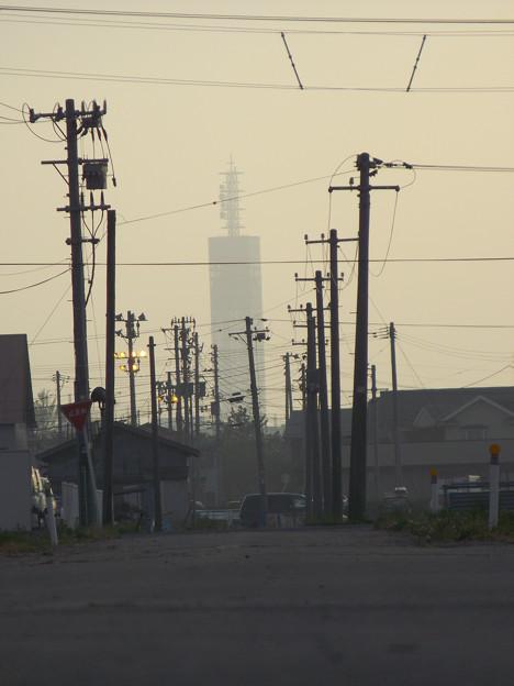 電柱とポートタワー セリオン