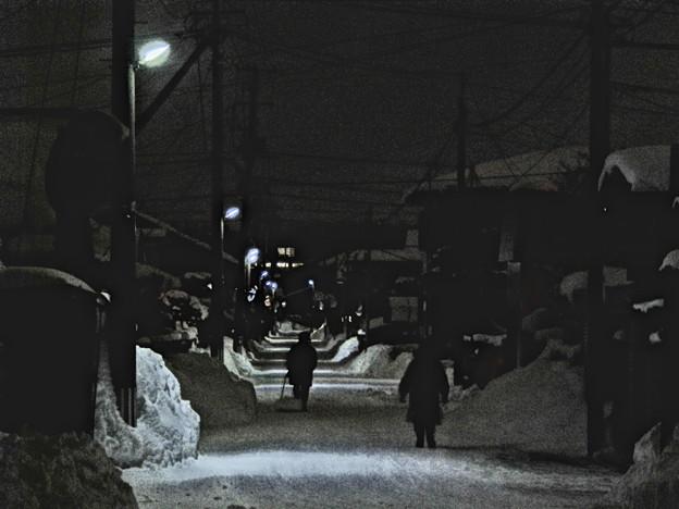 夕闇の生活道路