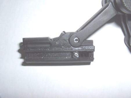ファイヤーリングピンを押し下げるボルトのカム機構は再現されいない Doburoku-TAO