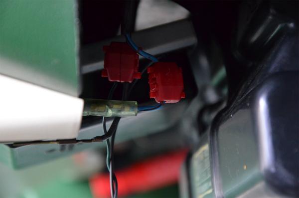 シガーソケットのアクセサリー配線に接続