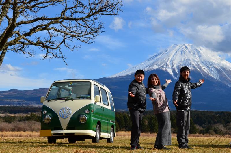 富士山をバックに、家族とミニバスの写真を撮影できた!