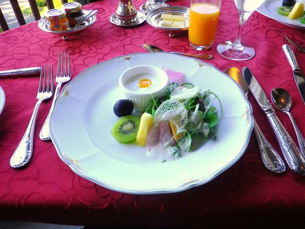 サラダ+蒲郡オレンジジュース@蒲郡クラシックホテル 朝食