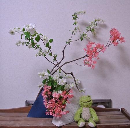 花器をふたつ使ったいけばな2013-03-30