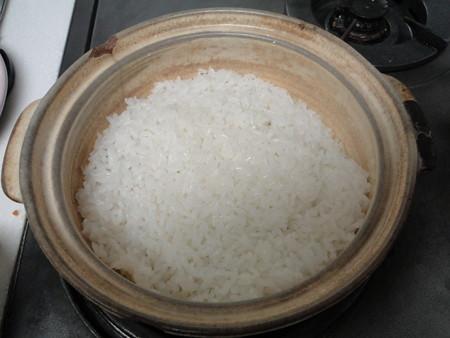 娘が土鍋でご飯を炊いた