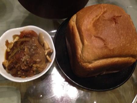牛テールの赤ワイン煮込みと自家製パン