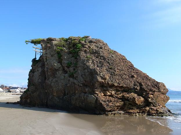 稲佐浜の弁天島