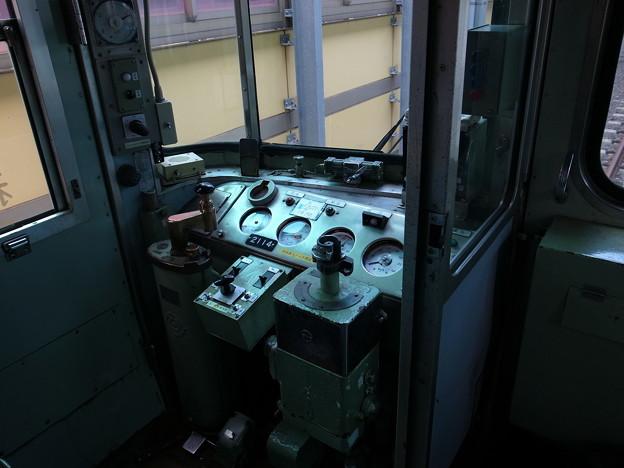 電車の運転席