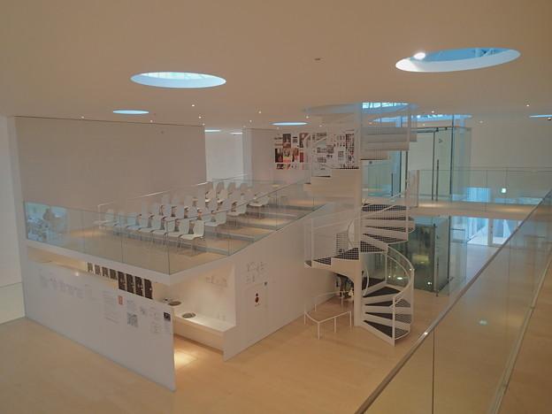 横須賀美術館 2階
